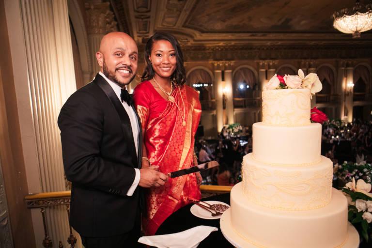 biltmore wedding cutting cake