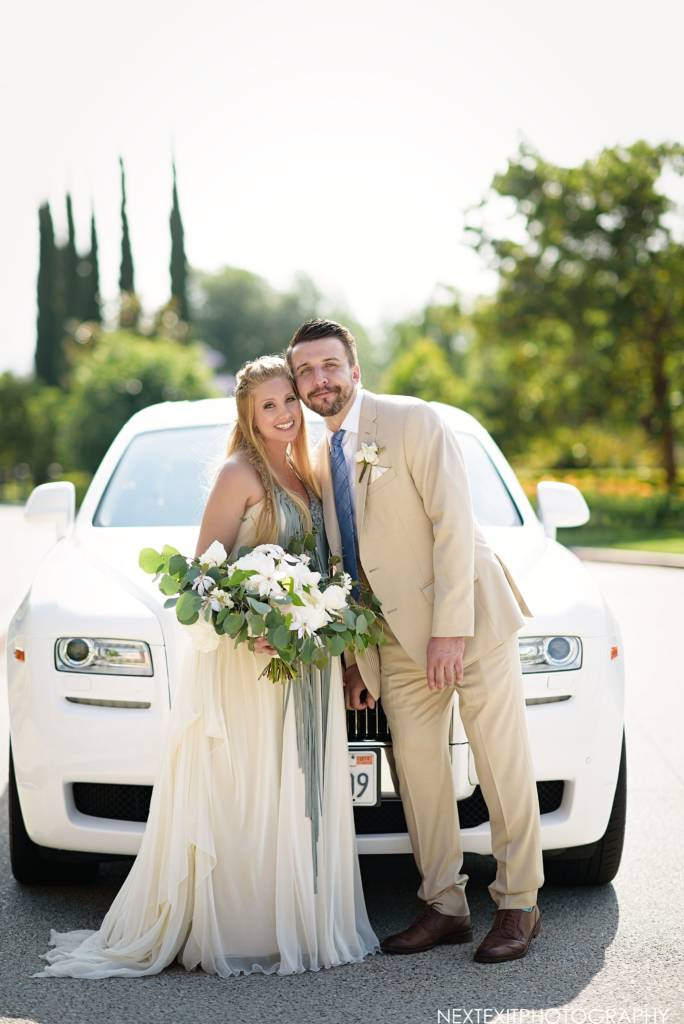 wedding couple in front of car
