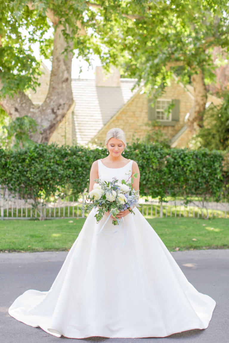 classic bride with bouquet
